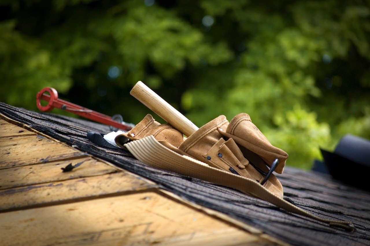 Can Anyone Build a Simple Gabled Roof as Quickly as Professionals?